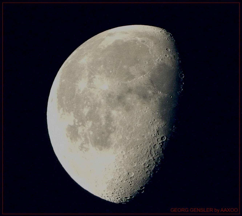 Nackte Frau im Mond
